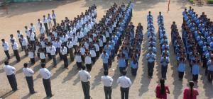 Schüler beim Gebet